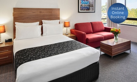 Surry Hills: Overnight Stay for Two People with Late Check Out and Wine at 4* Cambridge Hotel Sydney